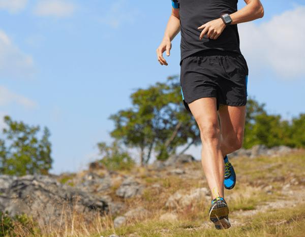 löpning och motion i skogen